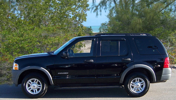 North Caicos Car Rental - Ford Explorer Seats 8